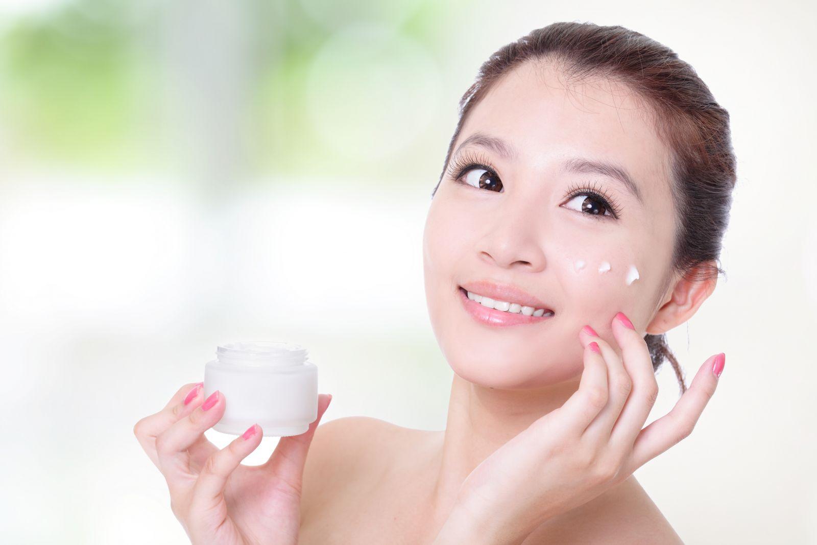 Kem dưỡng trắng da mặt Whitening Face Cream Cenlia