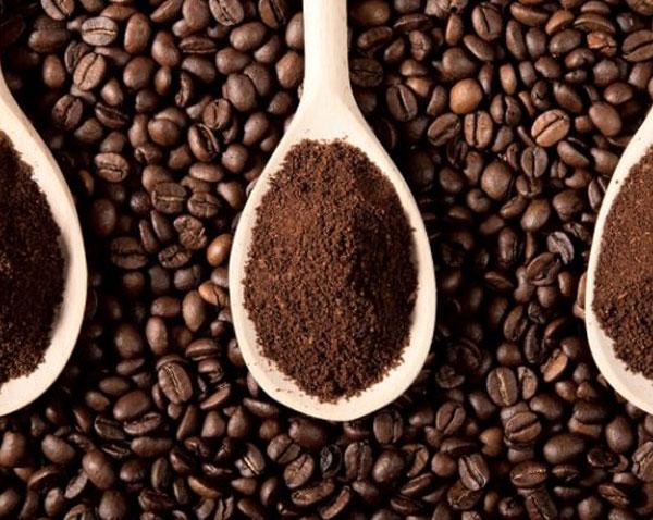 bã cà phê dùng để nạo vét đường ống