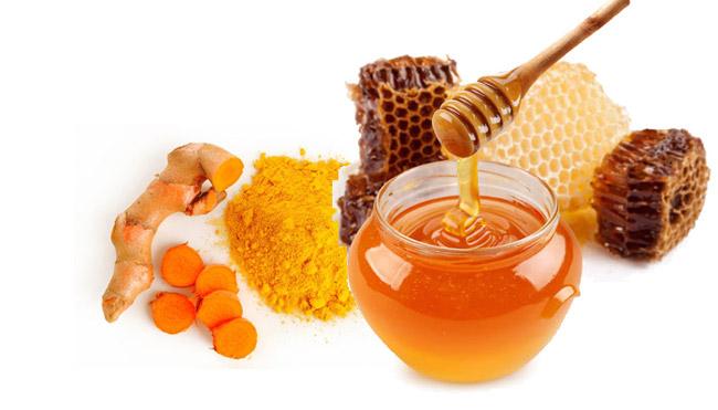 Dùng hỗn hợp mật ong và nghệ