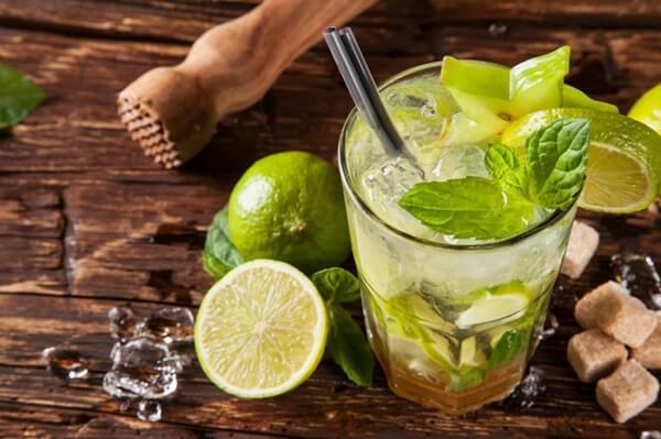 nóng trong người nổi mụn nên uống gì